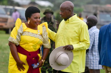 Museveni campaigns for NRMs' Businge Mugenyi Akiiki in Hoima